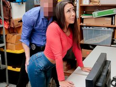 Sexy thief gets free by fucking the security